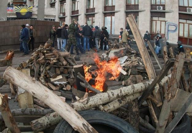 Barykada przed siedzibą lokalnych władz w Doniecku /PAP/EPA/PHOTOMIG /PAP/EPA