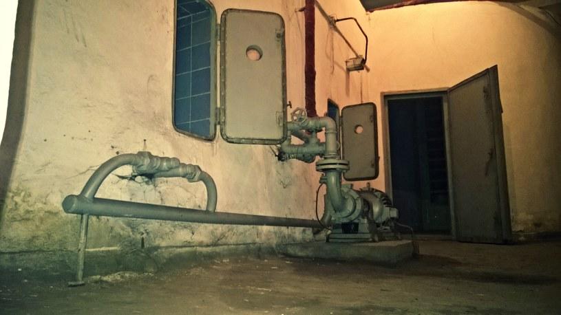 Baseny znajdujące się za drzwiczkami miały za zadanie ochładzać powietrze wewnątrz schronu /M. Ostasz /INTERIA.PL