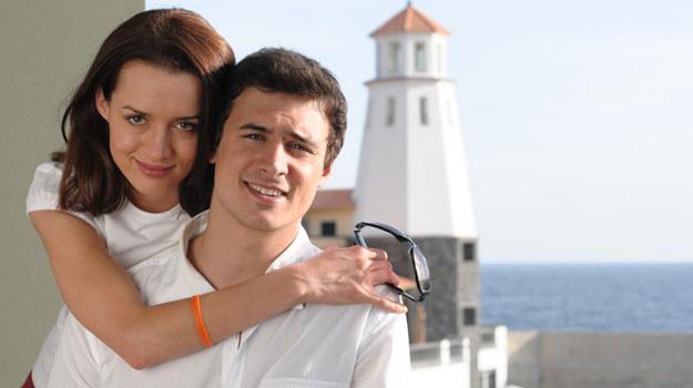 Basia (Katarzyna Maciąg) i Andrzej (Mateusz Damięcki) w serialu /Agencja W. Impact