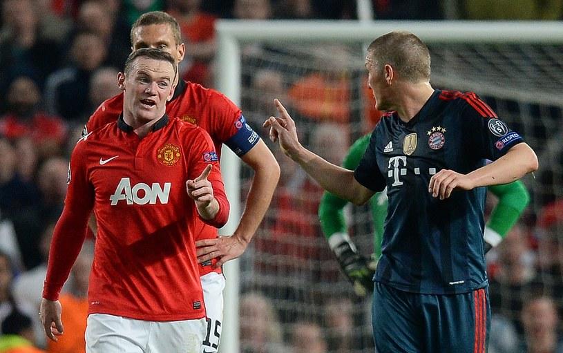 Bastian Schweinsteiger odgraża się Wayne'owi Rooneyowi /AFP