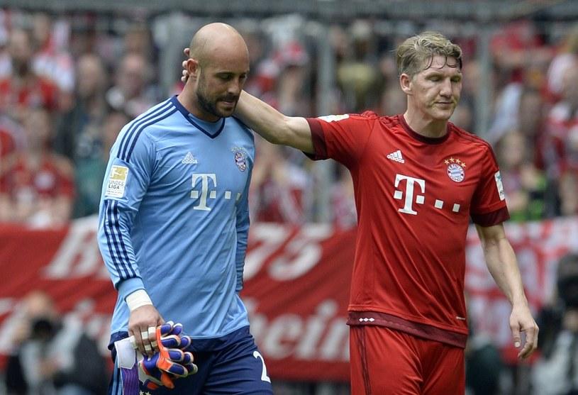 Bastian Schweinsteiger pociesza Pepe Reinę /AFP
