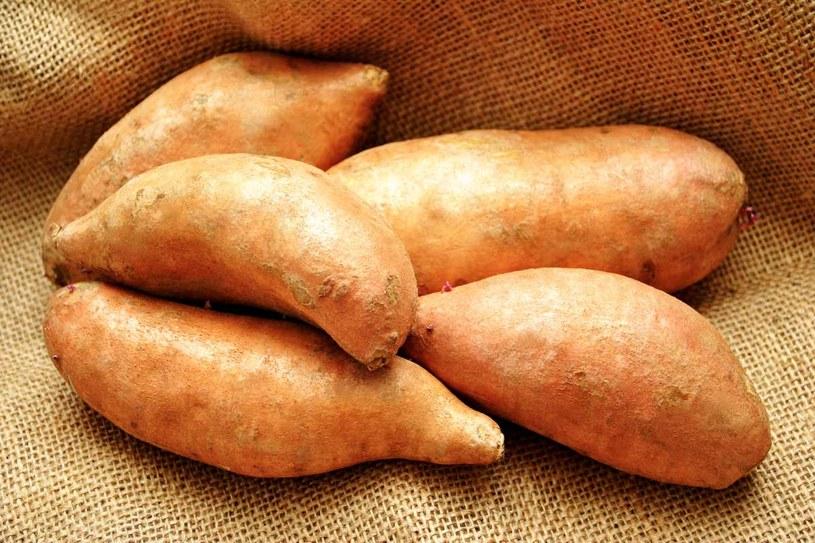 Bataty to warzywa korzeniowe, takie jak marchew /123RF/PICSEL