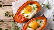 Bataty zapiekane z jajkiem i pomidorkami