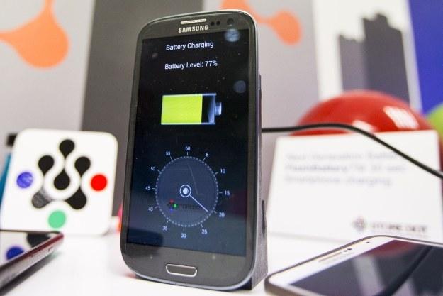 Bateria w smartfonie wytrzymuje 1-2 dni /materiały prasowe
