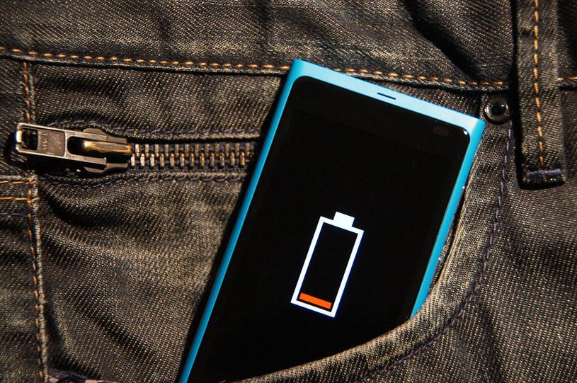 bateria w telefonie /© Photogenica