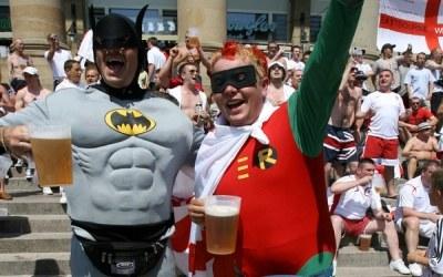Batman i Robin już świętują wspólne wejście do świata elektronicznej rozrywki /AFP