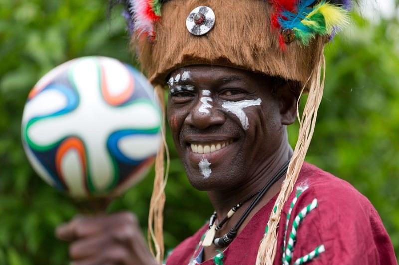 Bawa Abudu - autor piosenki na mundial dla Ghany /FRISO GENTSCH /PAP/EPA