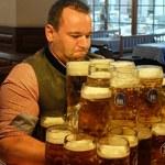 Bawarczyk pobił rekord świata. Przeniósł 27 kufli piwa