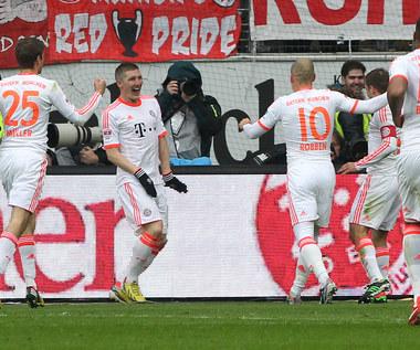 """Bayern mistrzem Niemiec. Gol """"Lewego"""", wygrana Borussii"""