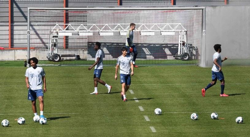 Bayern Monachium w poniedziałek wznowił treningi w małych grupach /AFP