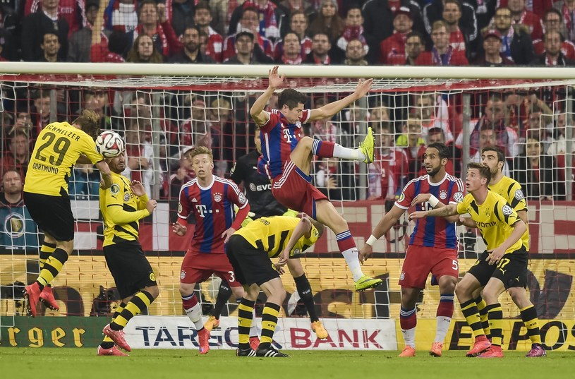 Bayern przegrał po części przez błąd sędziego /AFP