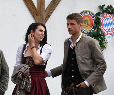 Bayern. Żona Thomasa Muellera zakpiła z trenera
