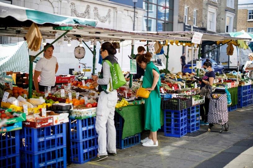 Bazary i stragany przeżywają drugą młodość /AFP
