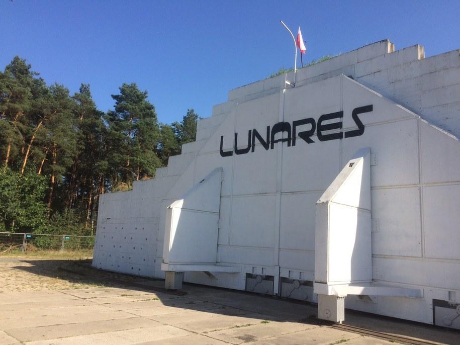 Bazę Lunares widać z daleka /Mateusz Chłystun /RMF FM