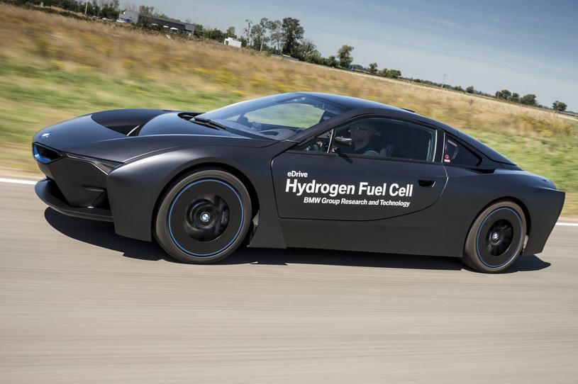 Bazujący na BMW i8 prototyp wykorzystujący ogniwa paliwowe /