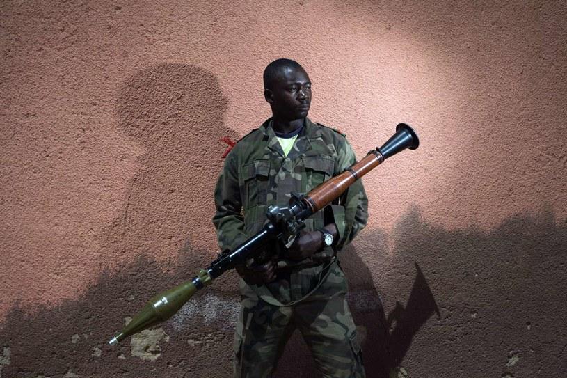 Bazuka w rękach ... nie nie Bayernu Monachium, tylko żołnierza z Mali. /AFP