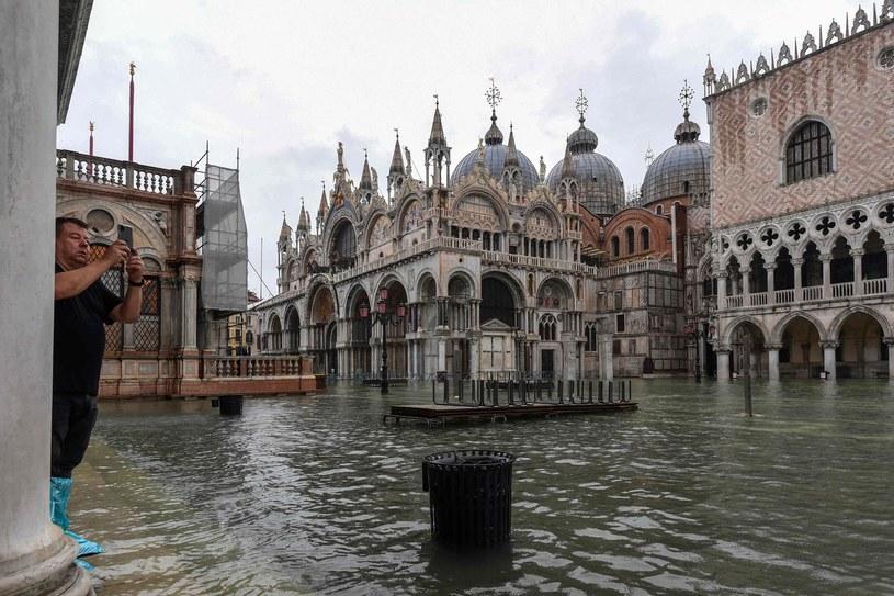 Bazylika św. Marka podczas listopadowej powodzi /AFP
