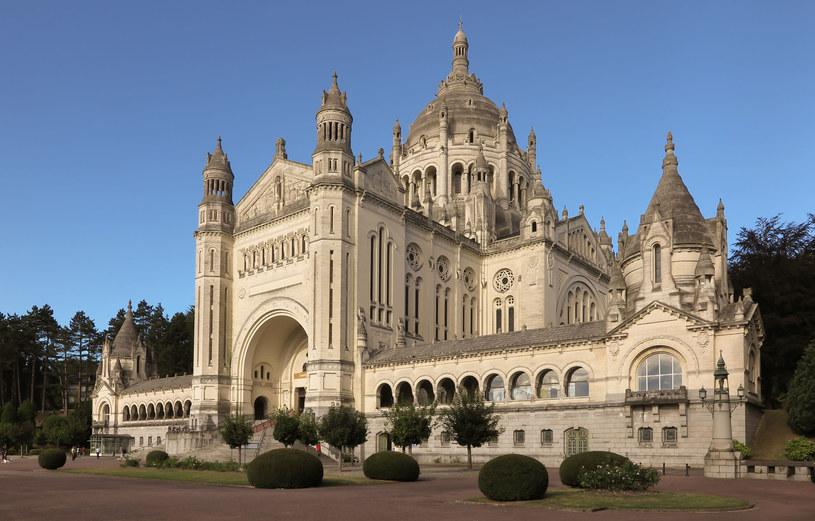 Bazylika św. Teresy we francuskiej miejscowości Lisieux /123RF/PICSEL