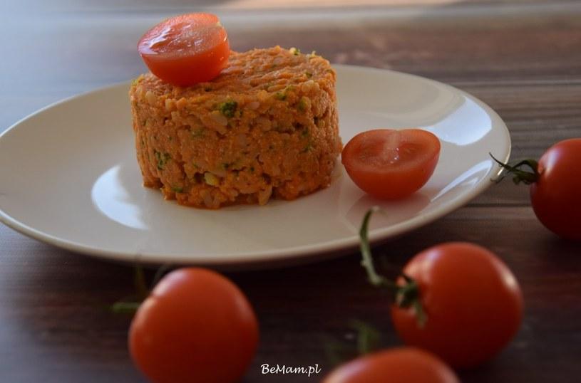 Bazyliowy kurczak z pomidorami i ryżem /BeMam