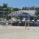 Beach Party: Powstaje scena na plaży