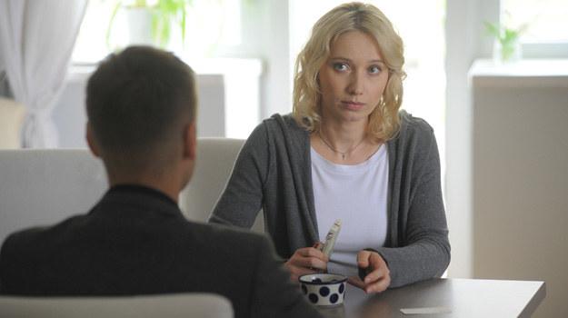 Beata (Joanna Orleańska) i Piotrek (Marcin Mroczek) połączą siły w walce z Lubińskim. /Agencja W. Impact