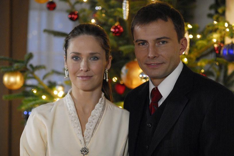 """Beata Naruszewicz i Tomasz Bednarek na planie """"Klanu"""", 2007 rok /Kurnikowski /AKPA"""