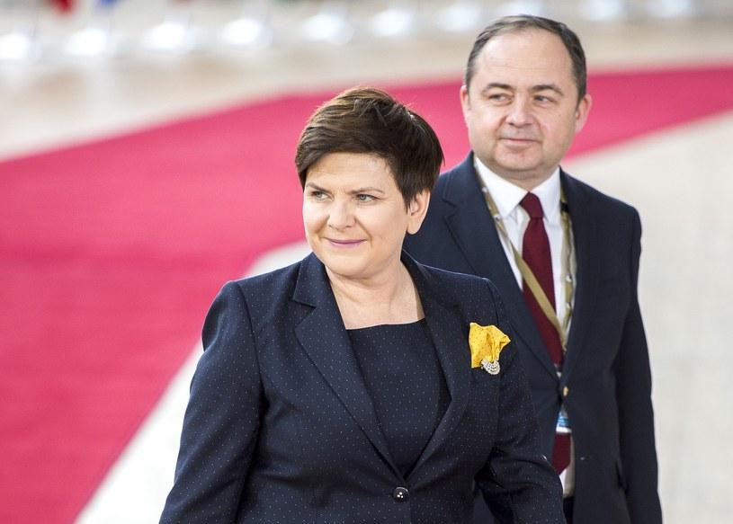 Beata Szydło i Konrad Szymański podczas unijnego szczytu w Brukseli /Wiktor Dabkowski    /East News