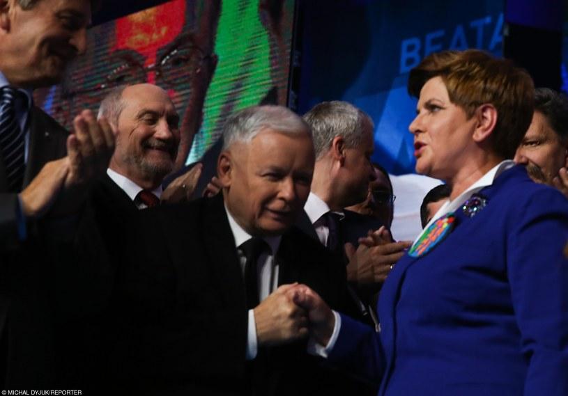 Beata Szydło, Jarosław Kaczyński i Antoni Macierewicz /Michał Dyjuk /Reporter