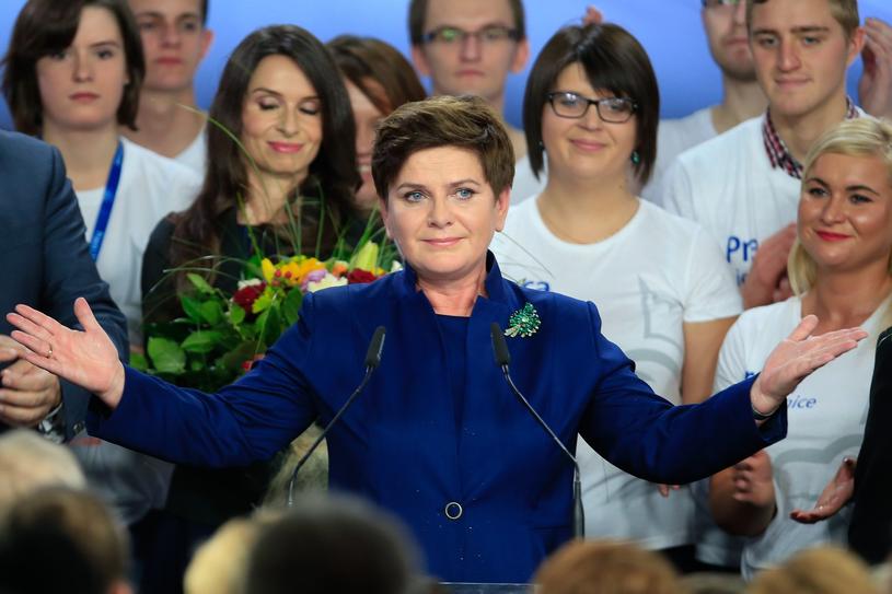 Beata Szydło tuż po ogłoszeniu zwycięstwa PiS w wyborach parlamentarnych 2015 /Andrzej Iwańczuk /Reporter