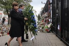 Beata Szydło złożyła kwiaty przedd Ambasadą Francji