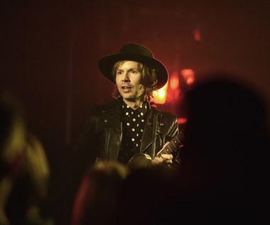 """Beck w domu znanych pudli (nowy teledysk """"Fix me"""")"""