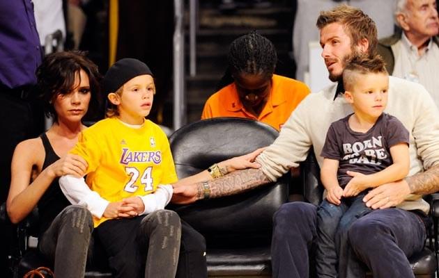 Beckhamowie z synami: Romeo (L) i Cruzem (P), fot.Kevork Djansezian  /Getty Images/Flash Press Media
