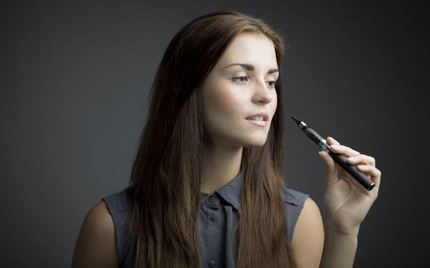 Będą restrykcyjne normy dotyczące e-papierosów /©123RF/PICSEL