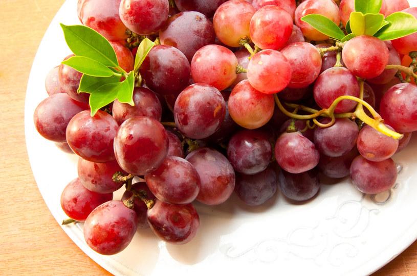 Będąc na diecie unikaj jedzenia winogron - mają dużo cukru! /123RF/PICSEL