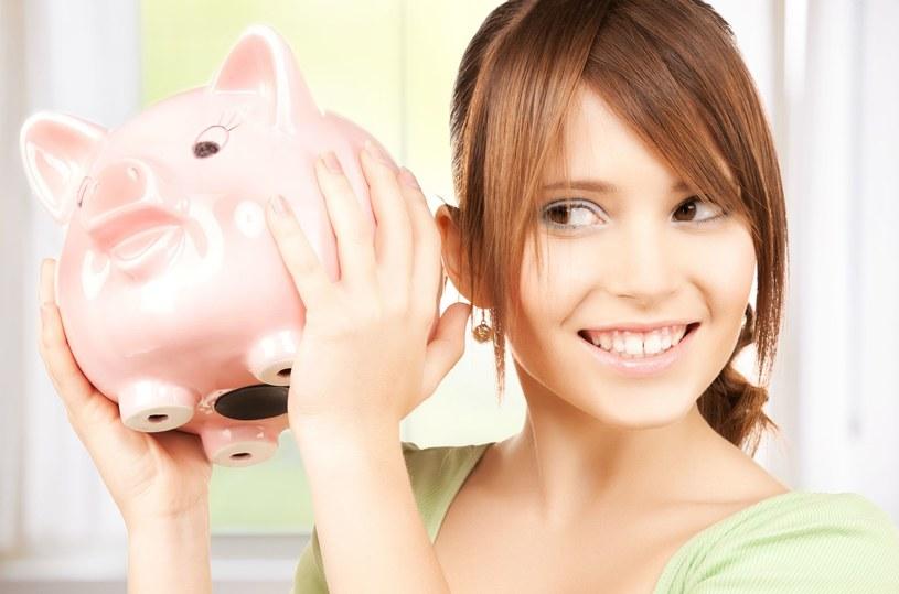 Będąc nastolatkiem też można oszczędzać /123RF/PICSEL