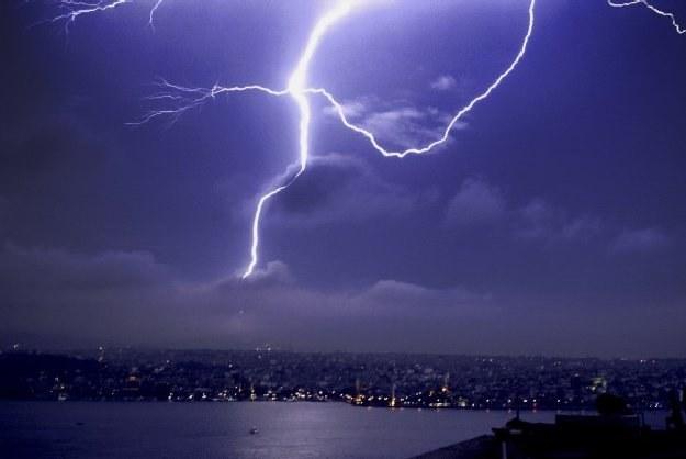 Będzie burzowo /AFP