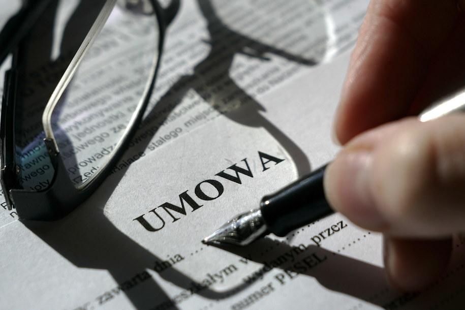 Będzie mniej umów na czas określony /PAP/Adam Warżawa    /PAP