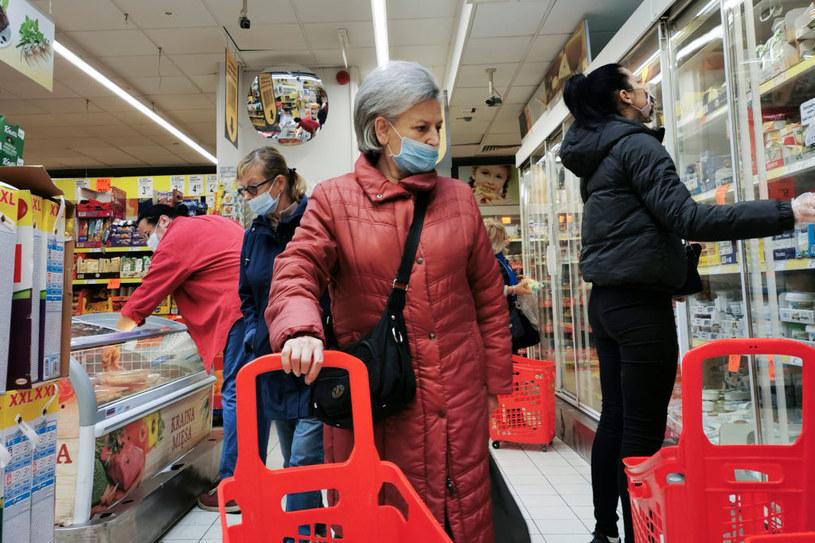 Będzie można odmówić sprzedaży osobom bez maseczek w sklepie /Beata Zawrzel/NurPhoto /Getty Images