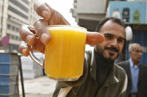 Będzie zakaz dosładzania soków /AFP