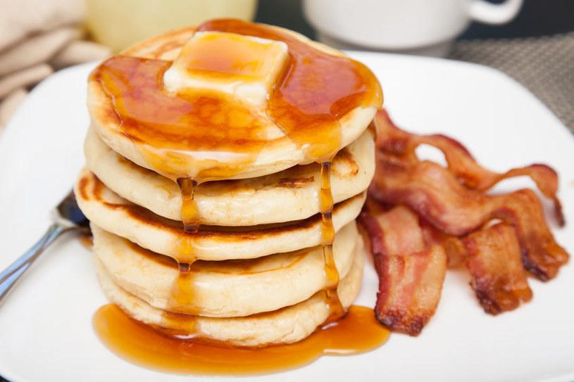 Bekon i pancakes /©123RF/PICSEL