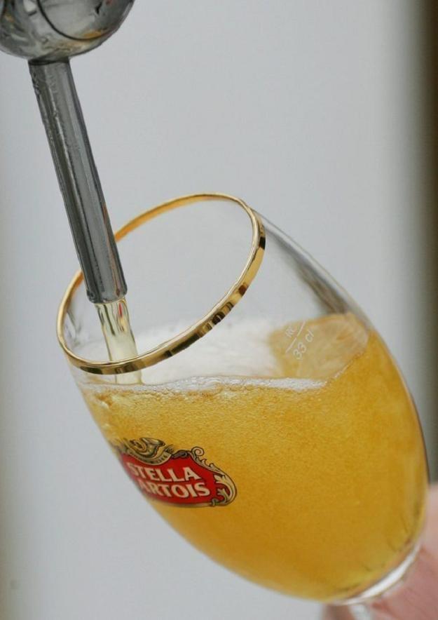 Belgijskie browary kontra francuski podatek na piwo... /AFP