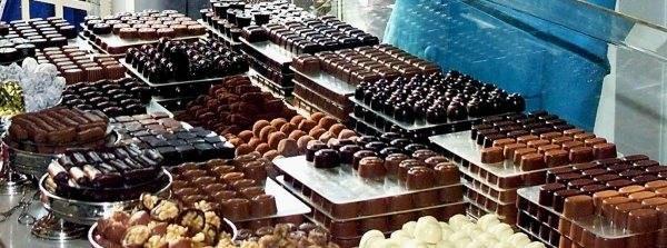 Belgijskie czekoladki i pralinki są słynne na całym świecie /AFP