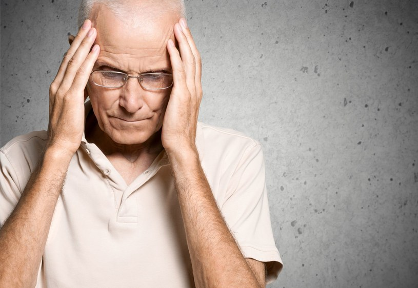 Bełkotliwa mowa to jeden z pierwszych symptomów udaru /123RF/PICSEL