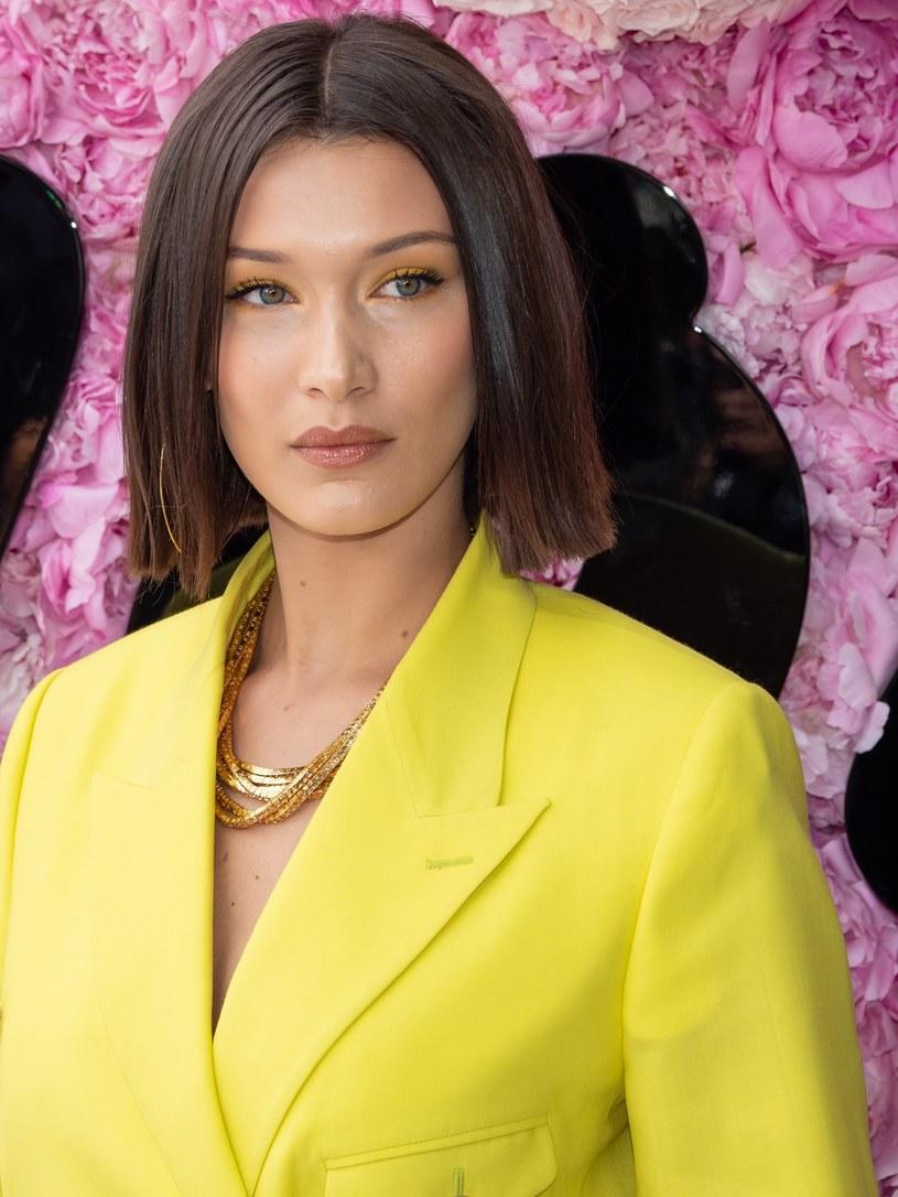 Bella Hadid w żółtej stylizacji /East News