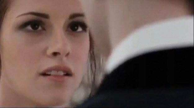 Bella Swan (Kristen Stewart) na ślubnym kobiercu /materiały dystrybutora