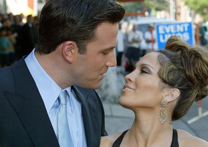 Ben Affleck i Jennifer Lopez w 2003 roku /Mary Evans Picture Library /East News
