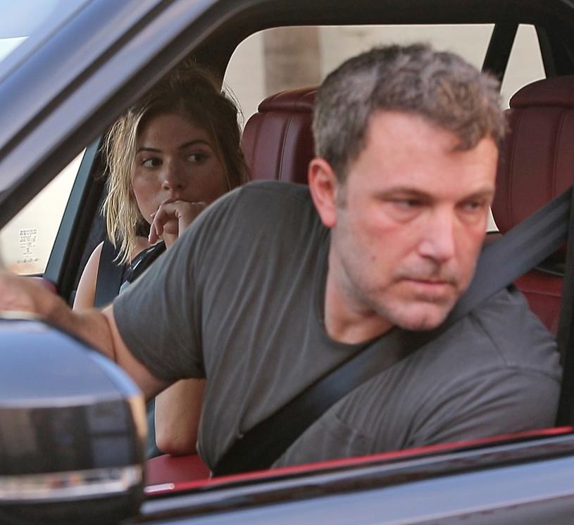 Ben Affleck i Shauna Sexton przyłapani razem w samochodzie /East News
