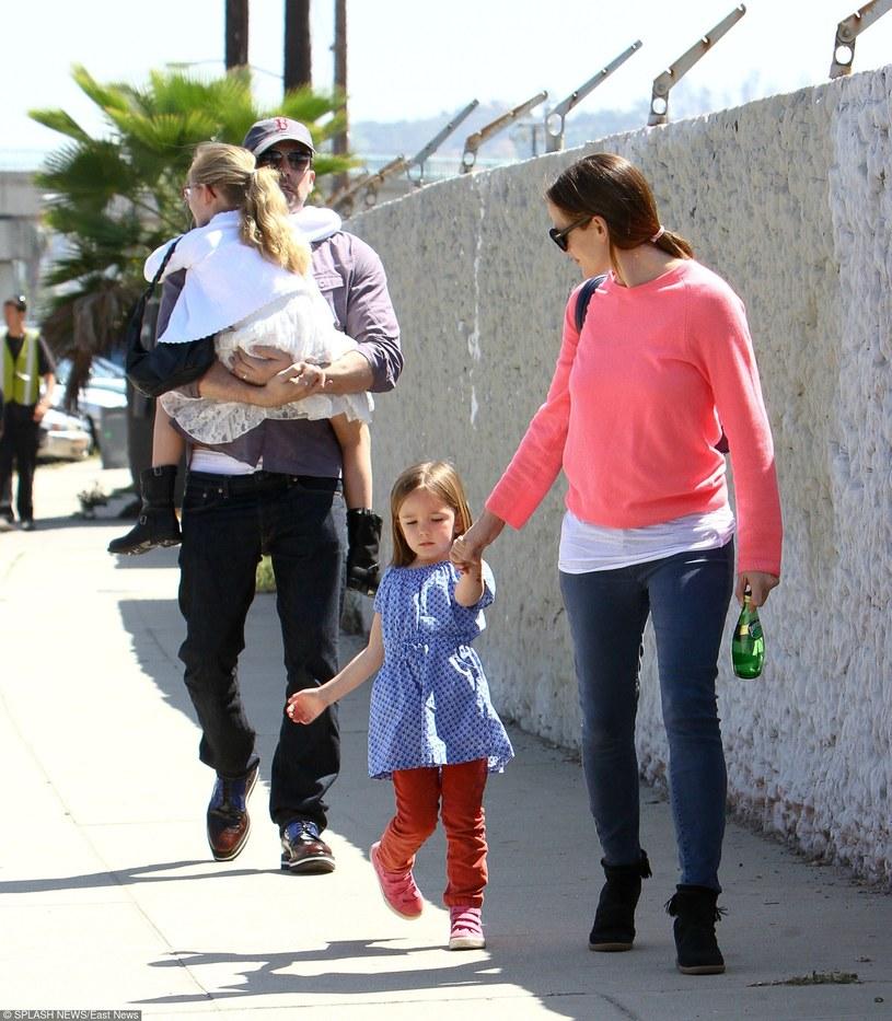 Ben Affleck z Jennifer Garner i córkami /East News