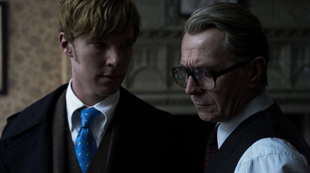 """Benedict Cumberbatch i Gary Oldman w scenie z filmu """"Szpieg"""" /materiały prasowe"""