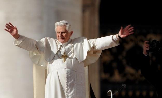 Benedykt XVI ciągle musi tłumaczyć swoje decyzje oraz wypowiedzi /AFP